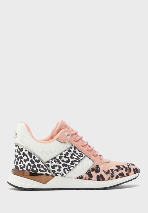 Rejjy Low Top Sneaker