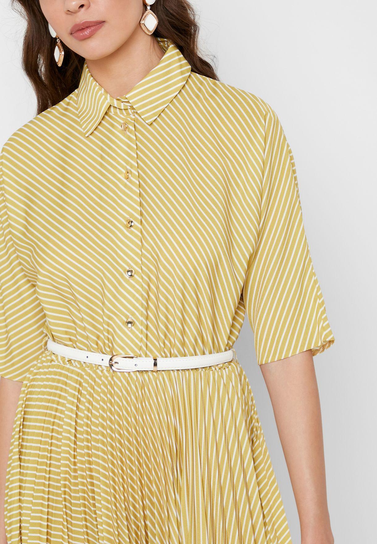فستان بخطوط وحزام