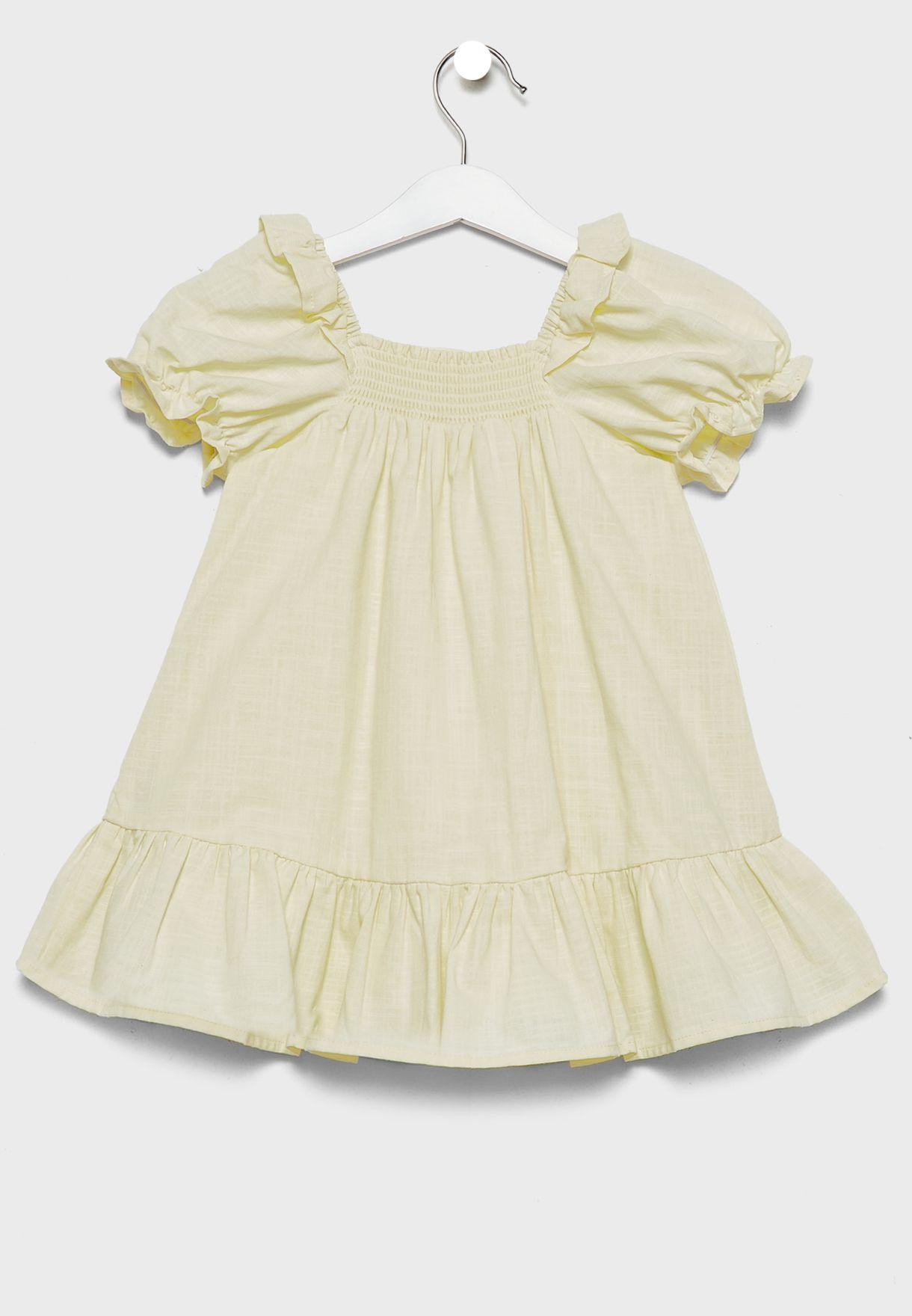فستان بياقة مربعة واكمام منفوشة