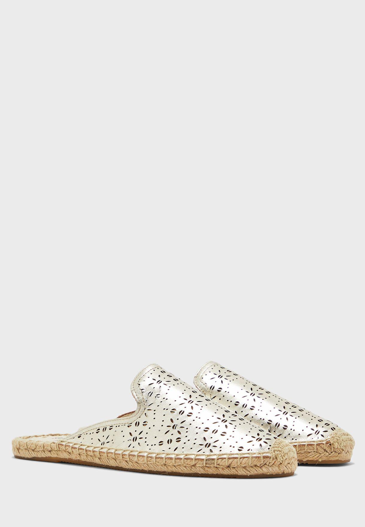 حذاء سهل الارتداء مزين بفتحات - بلاتينيوم