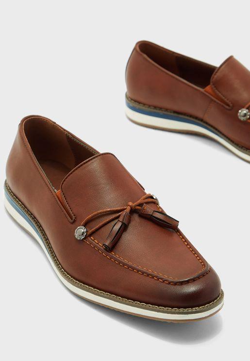 حذاء شراشيب سهل الارتداء
