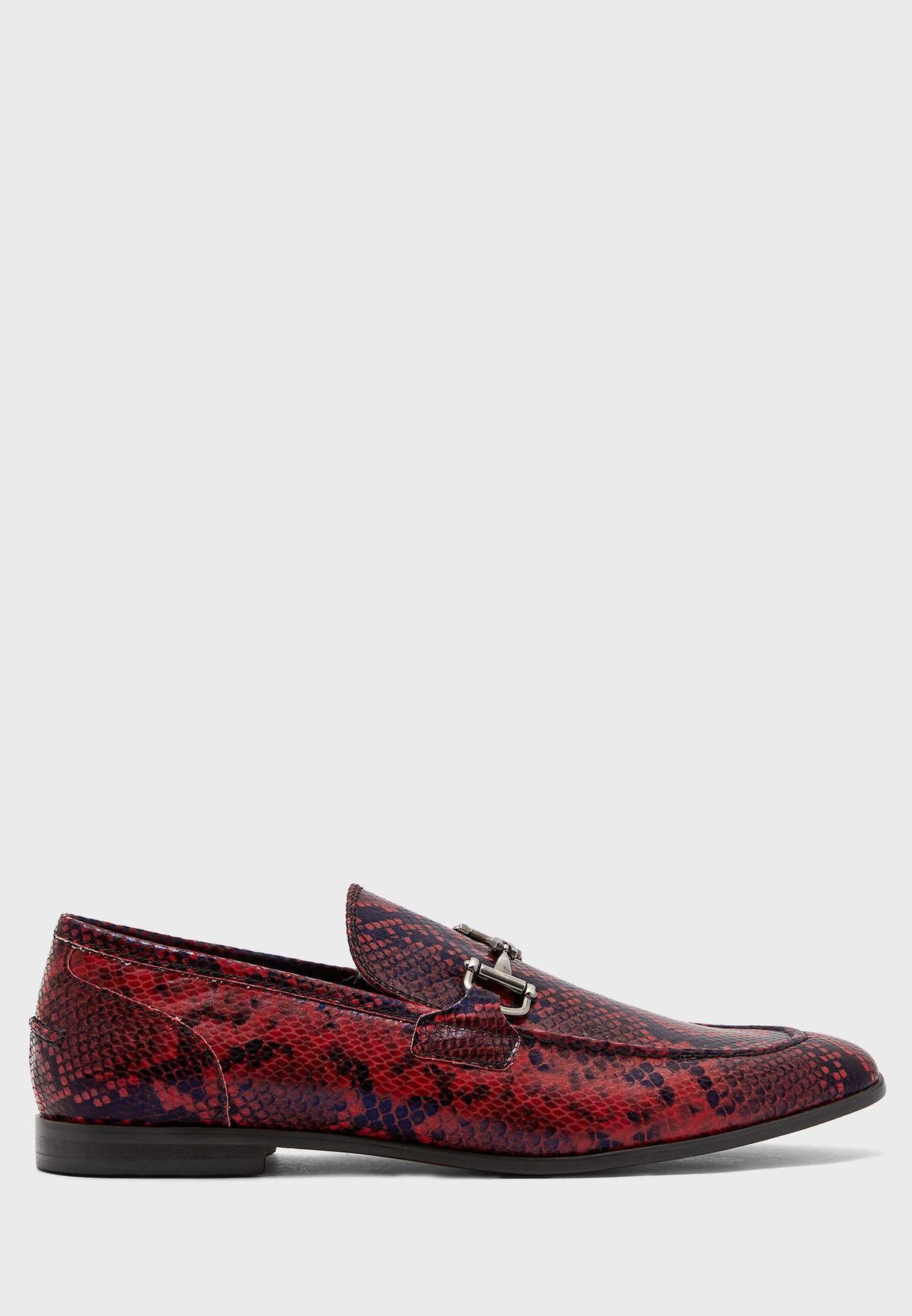 حذاء لوفر بطبعة جلد افعى
