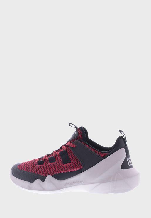 حذاء دي ال تي -اي