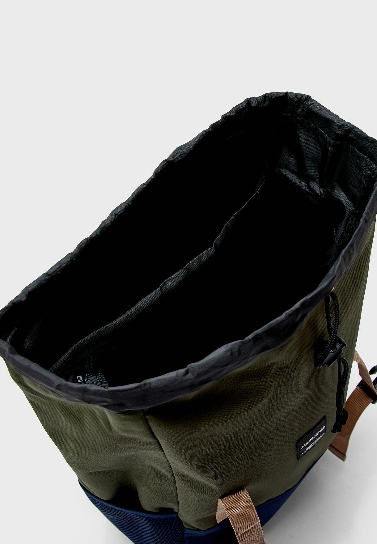 حقيبة ظهر بنمط كتل الالوان
