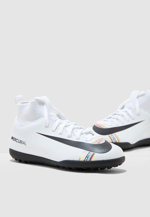 حذاء من مجموعة سي ار7