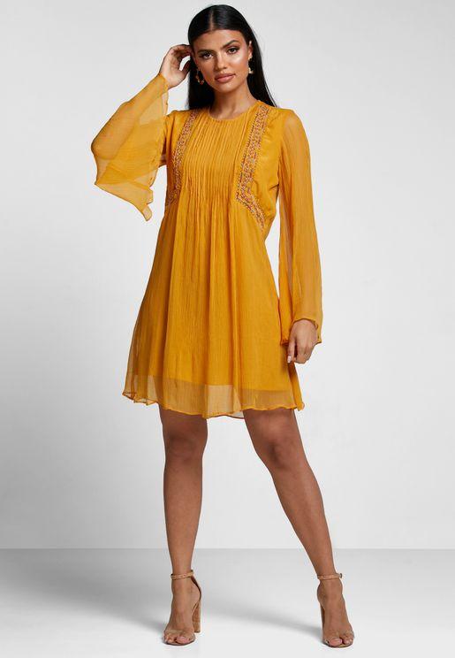 فستان مطرز باكمام واسعة
