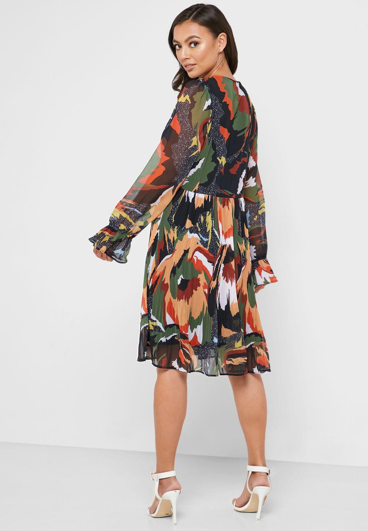 فستان مطبع بطيات