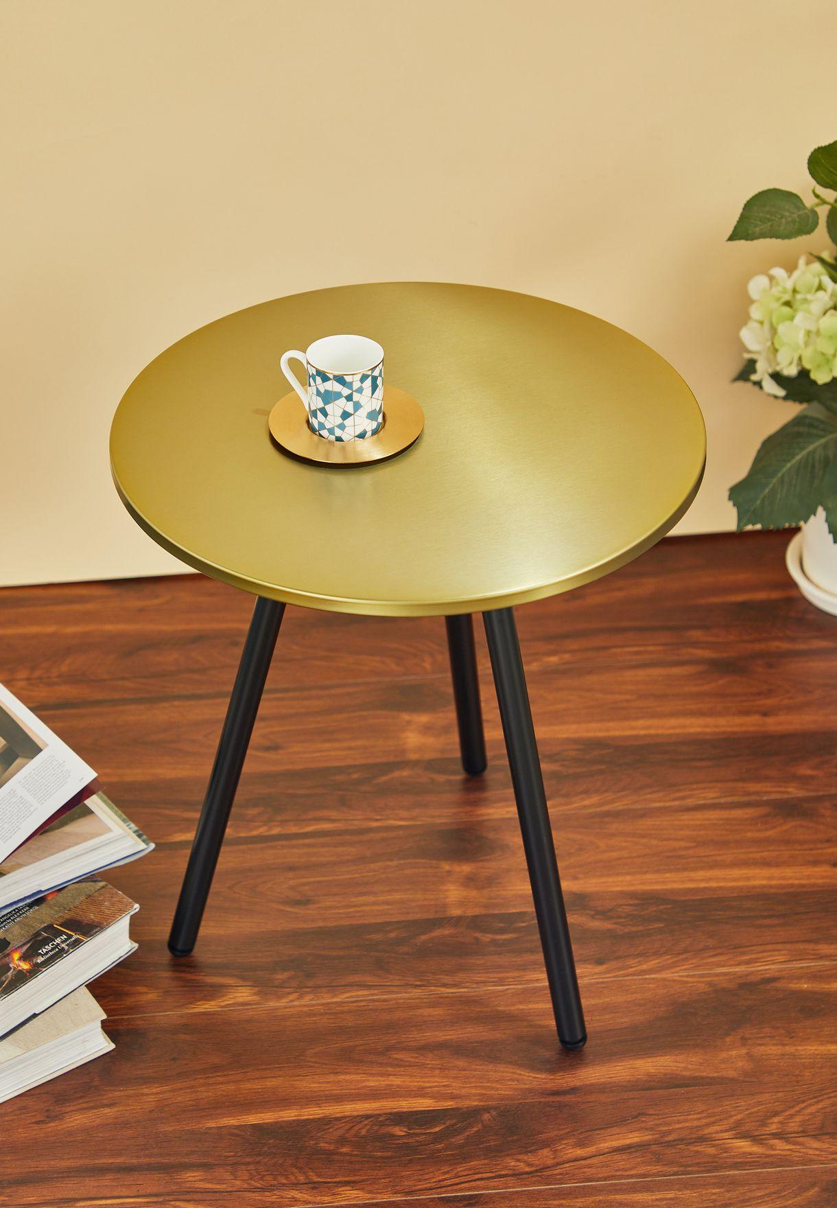 طاولة بثلاثة ارجل