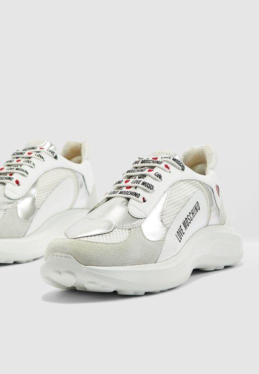 حذاء سنيكرز بطبقات عاكسة