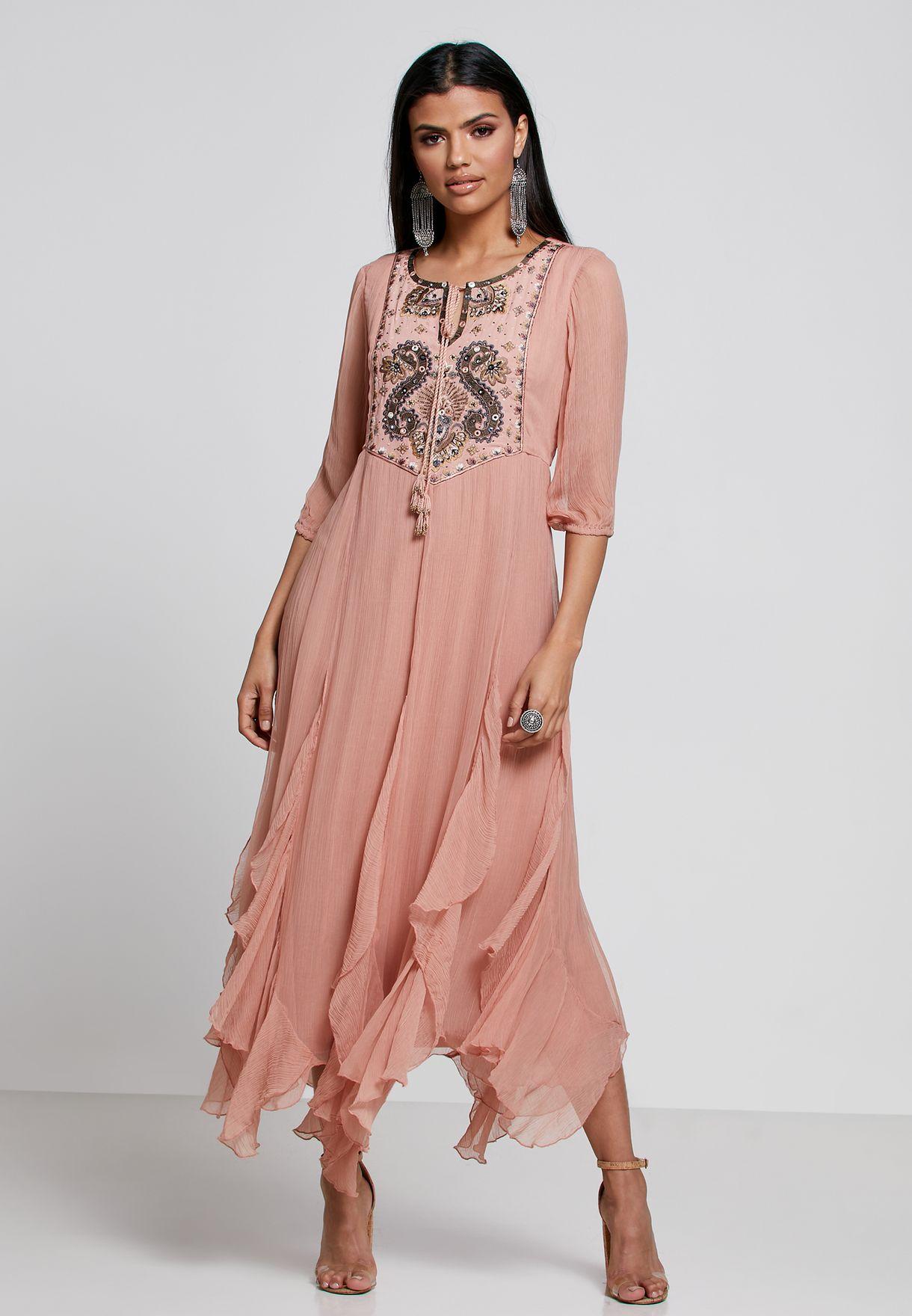 فستان مطرز مزين بكشكش