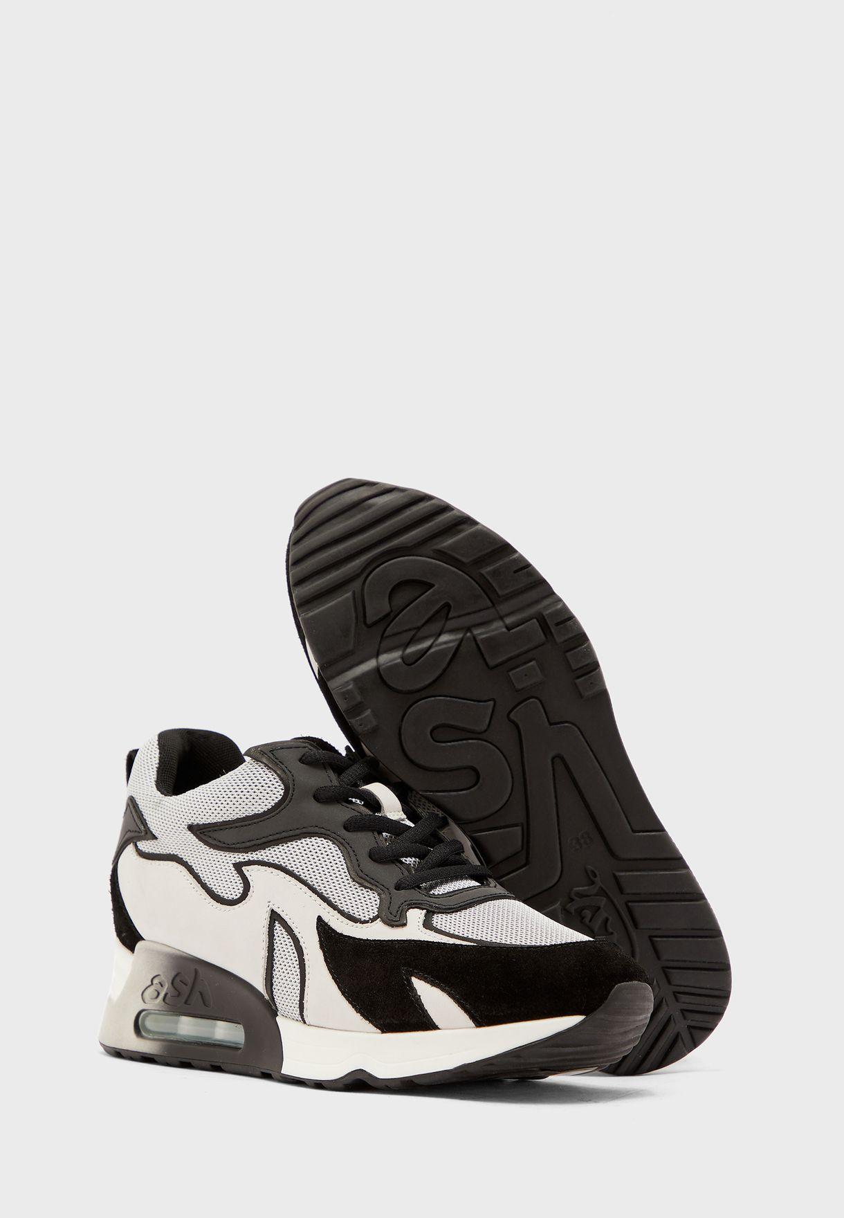 Lotus Low Top Sneaker