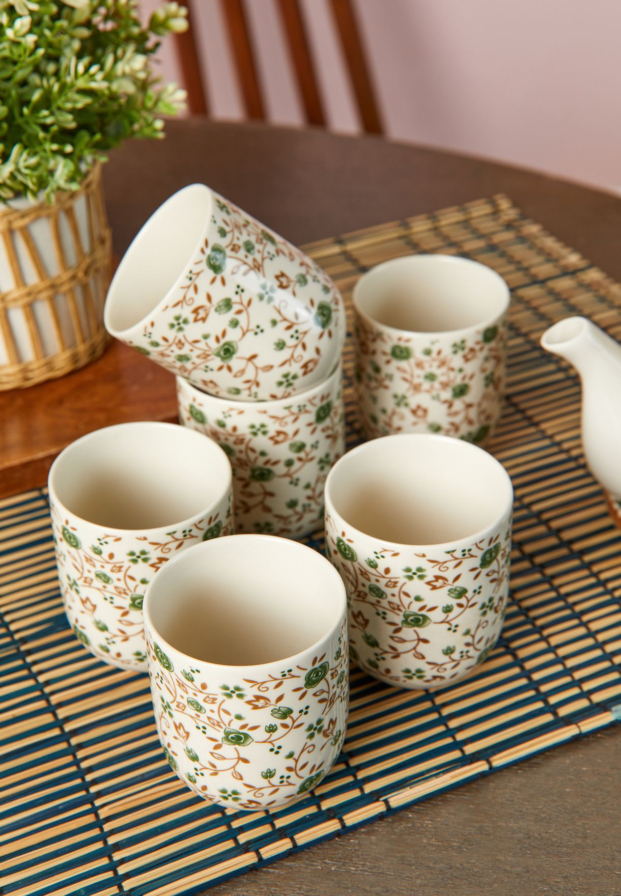 طقم فناجين شاي وابريق بطبعات ازهار 7 قطع