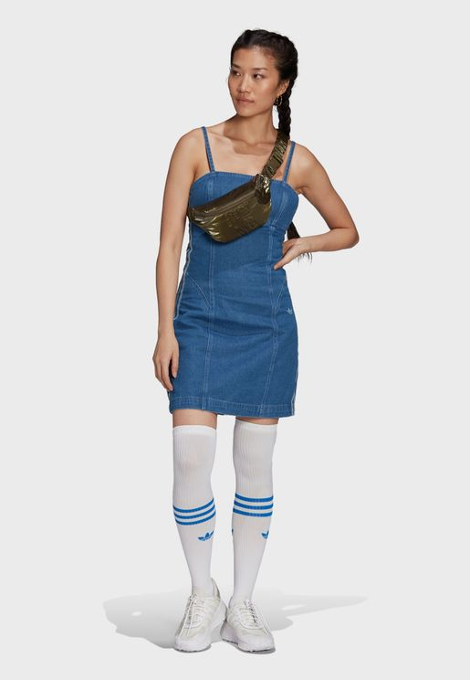 فستان بخطوط الماركة الثلاث
