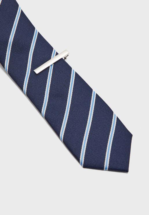 ربطة عنق بطبعات خطوط