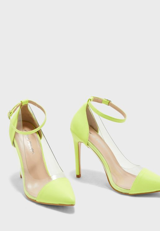 حذاء شفاف