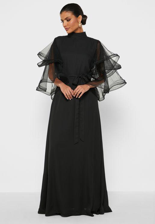 فستان بأكمام شبكية مكشكشة
