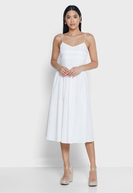 فستان بحمالات رفيعة مزين بكسرات