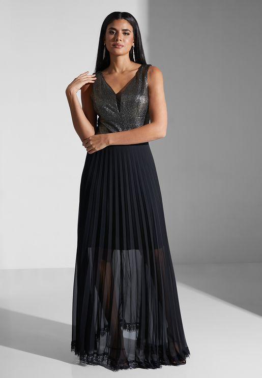 فستان مزين بتفاصيل لامعة