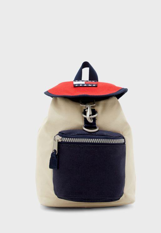 حقيبة ظهر صغيرة