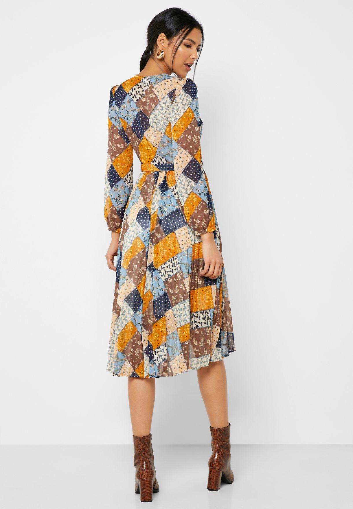 فستان لف باربطة خصر