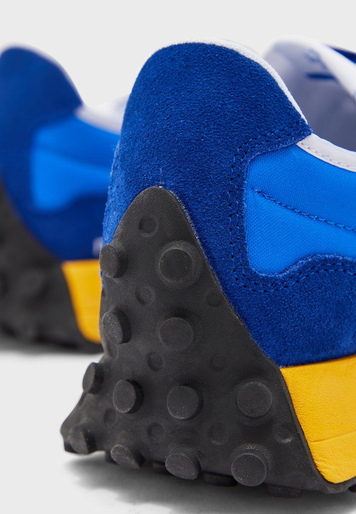 حذاء من مجموعة نيو بالانس 327
