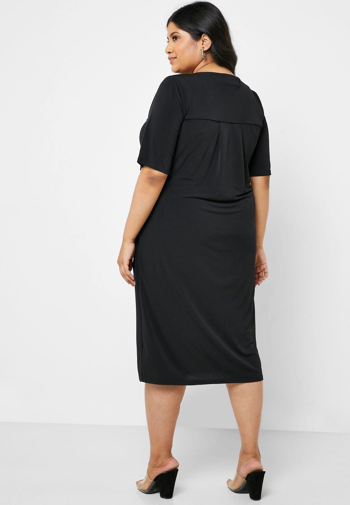 فستان بياقة محززة و كسرات