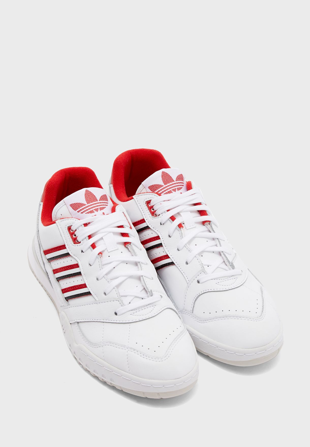 حذاء اي. ار. ترينر
