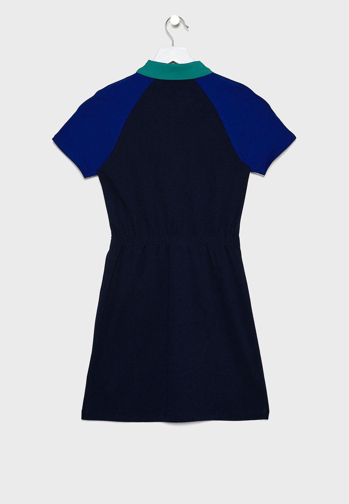 فستان بياقة كلاسيكية