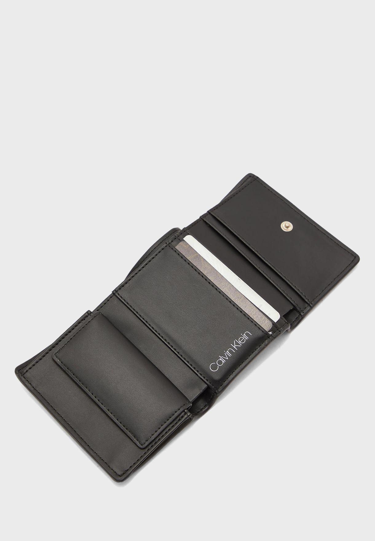 محفظة بثلاث طيّات
