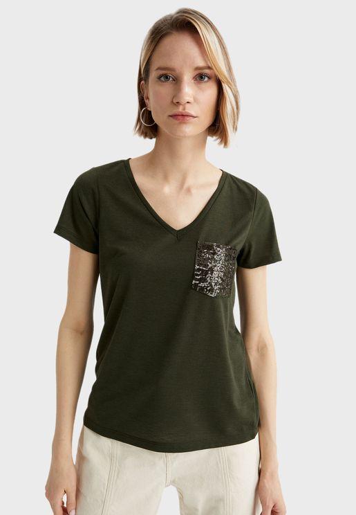 Pocket Detail V-Neck T-Shirt