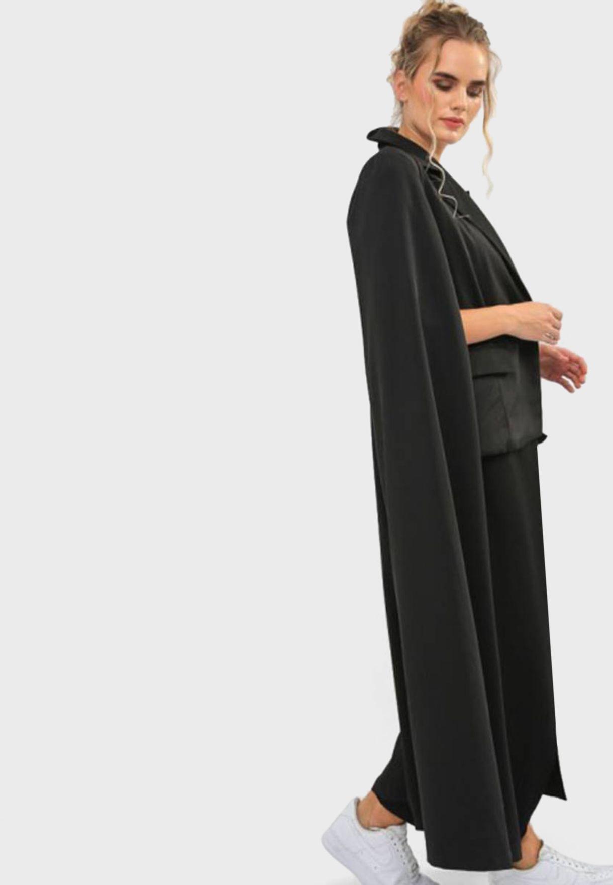 معطف طويل بأكمام كيب