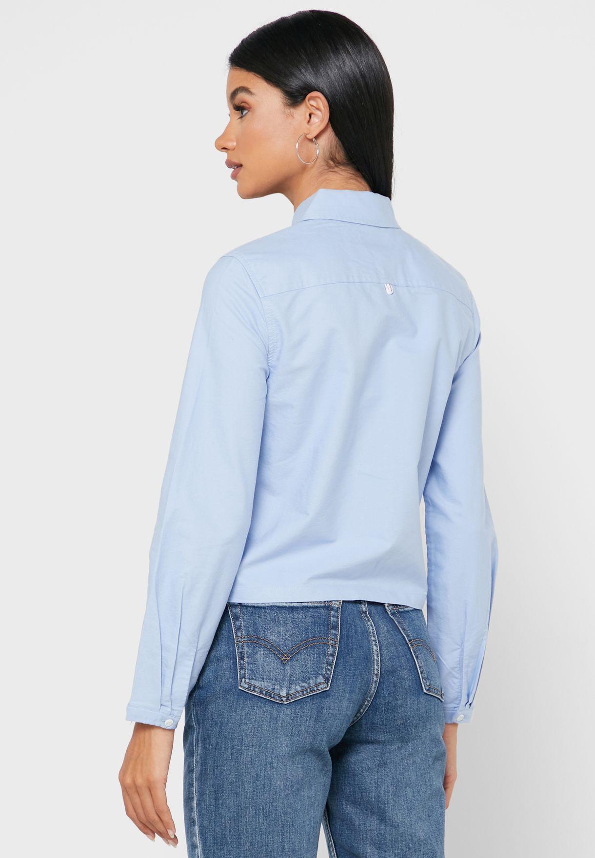 قميص بجيب علي الصدر