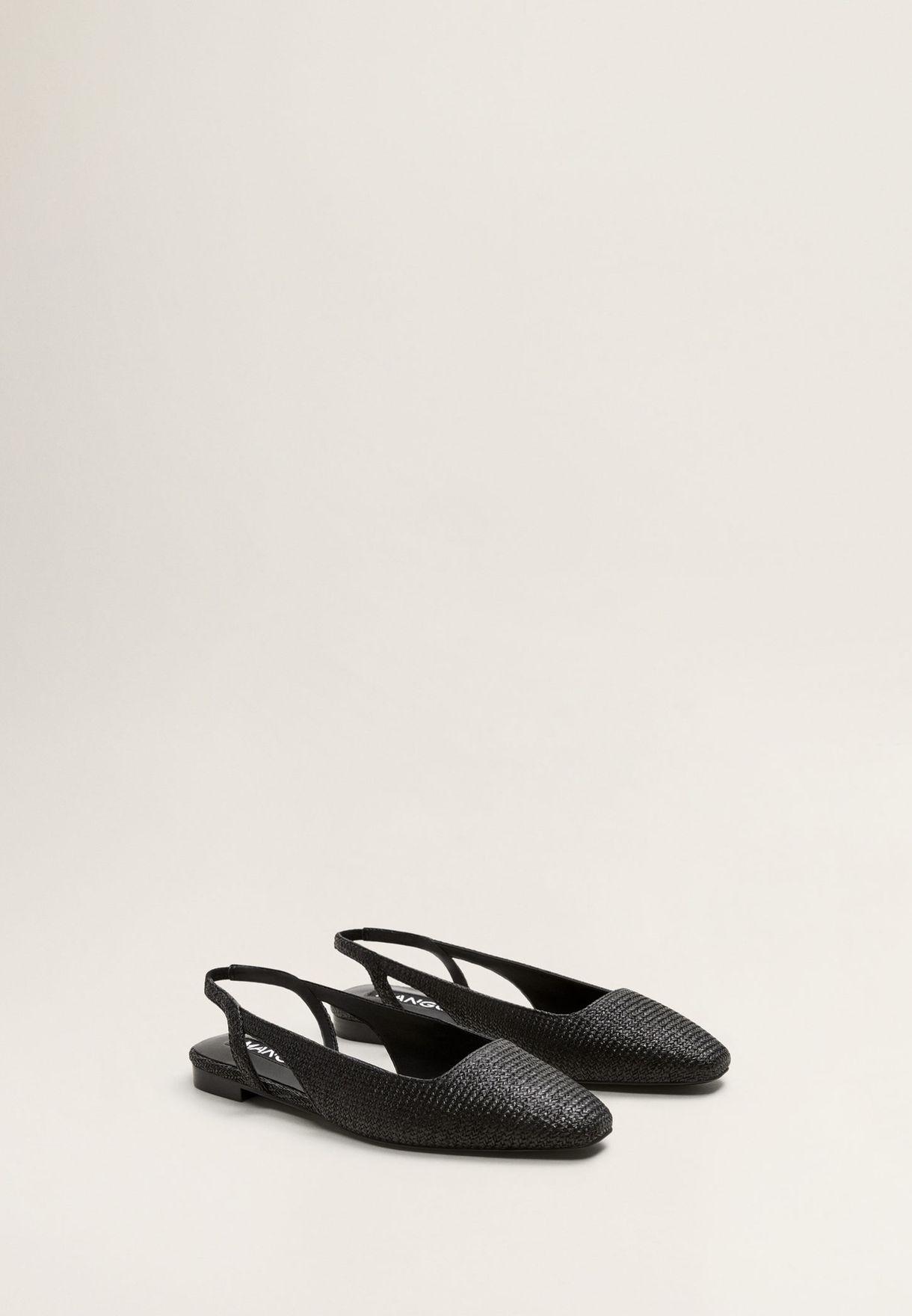 حذاء بكعب منخفض