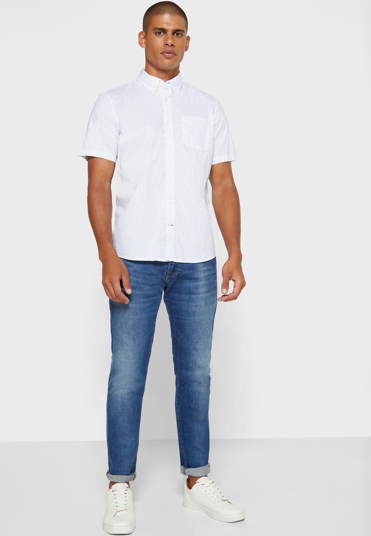 قميص بطبعة نقاط