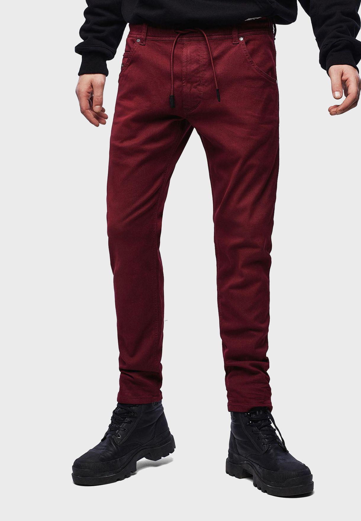 بنطال جينز بقصة ارجل مستقيمة