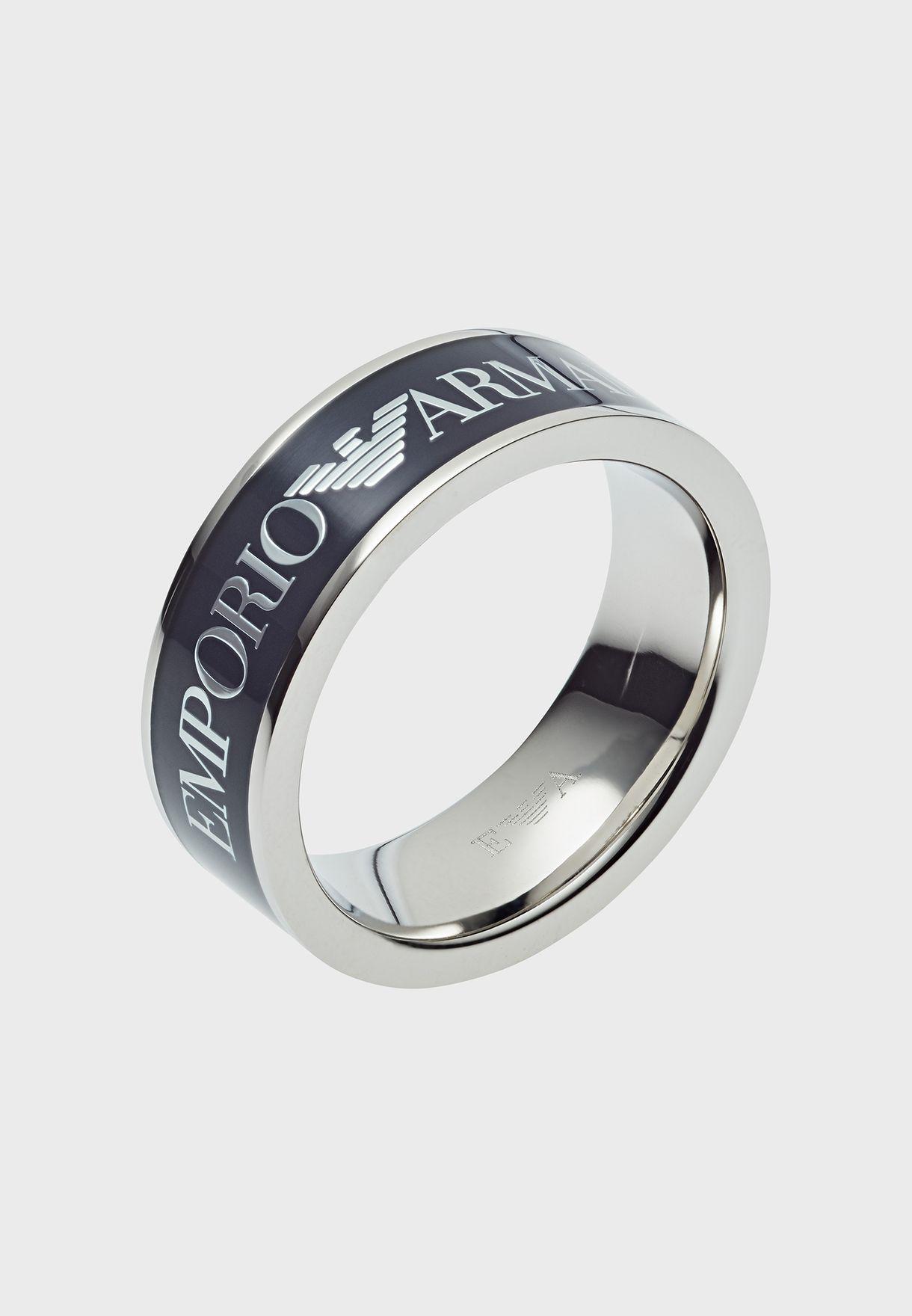 خاتم مزين بشعار الماركة