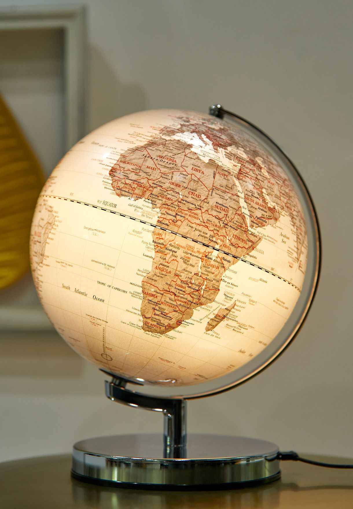 كرة ارضية باضاءه للمكتب