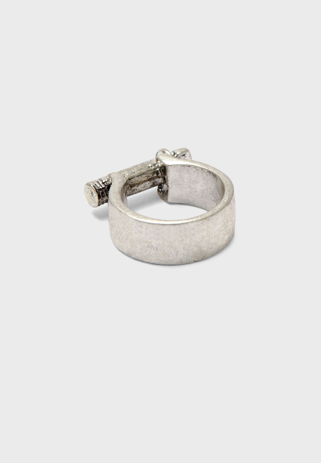 خاتم على شكل برغي من الامام