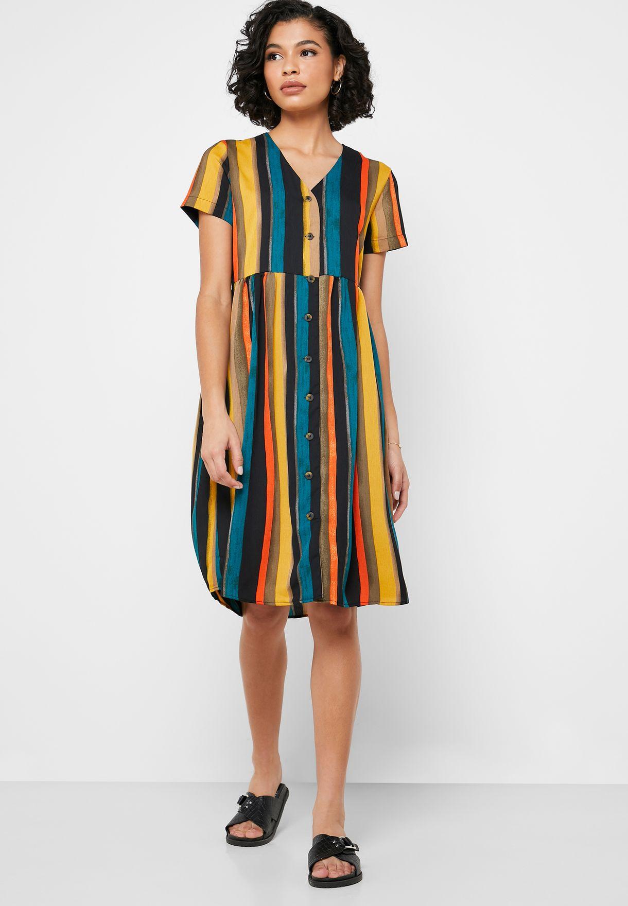 فستان بأكمام قصيرة