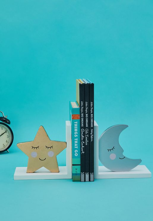 رف للكتب بطبعات قمر ونجوم