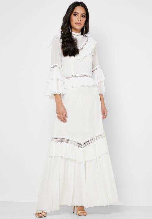 فستان بياقة مرتفعة مزين بكشكش