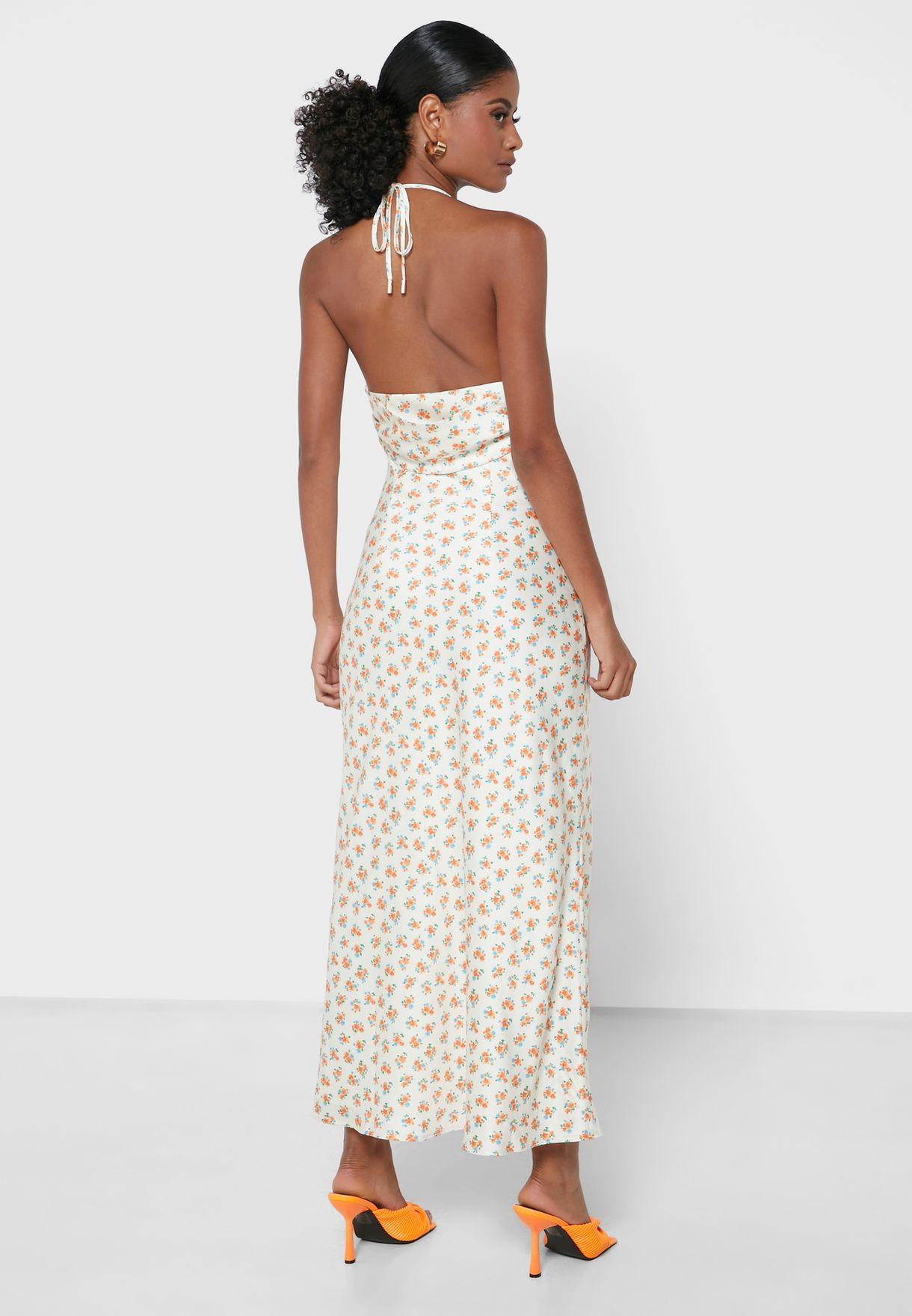 فستان بطبعات وياقة منسدلة