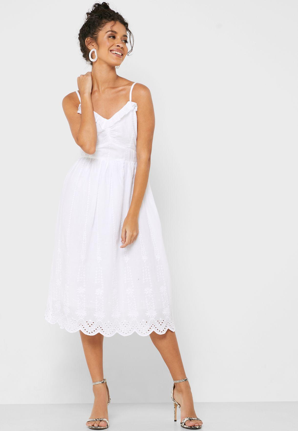 فستان بياقة كشكش
