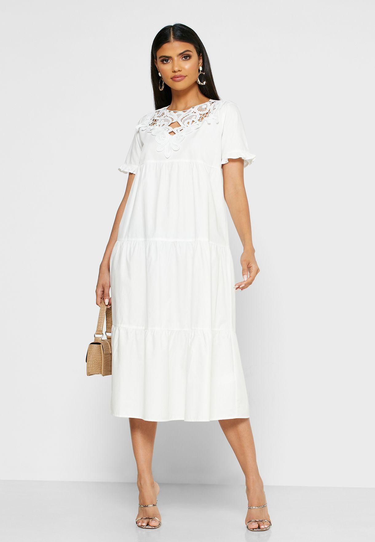 فستان مزين بالكروشيه