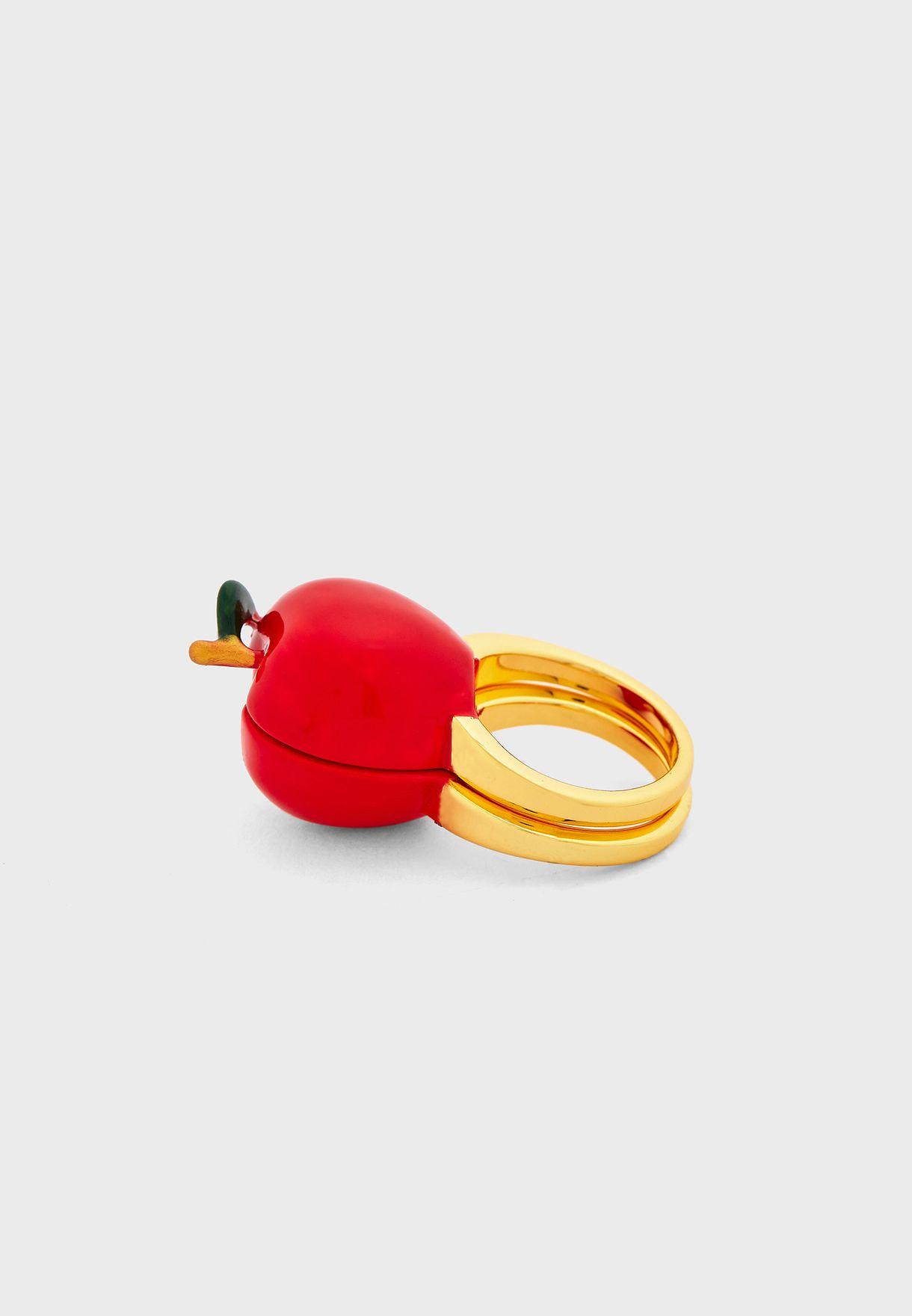 خاتم مزين بشكل تفاحة