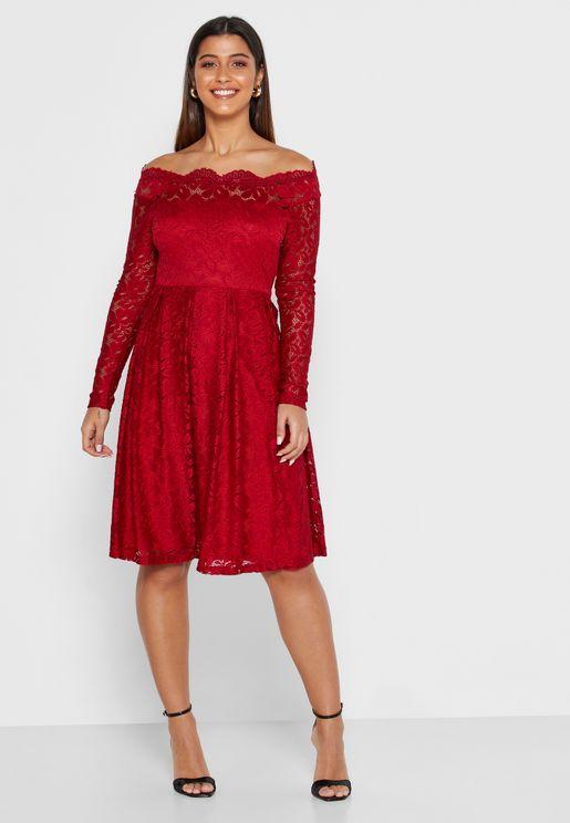 فستان ميدي يكشف الاكتاف