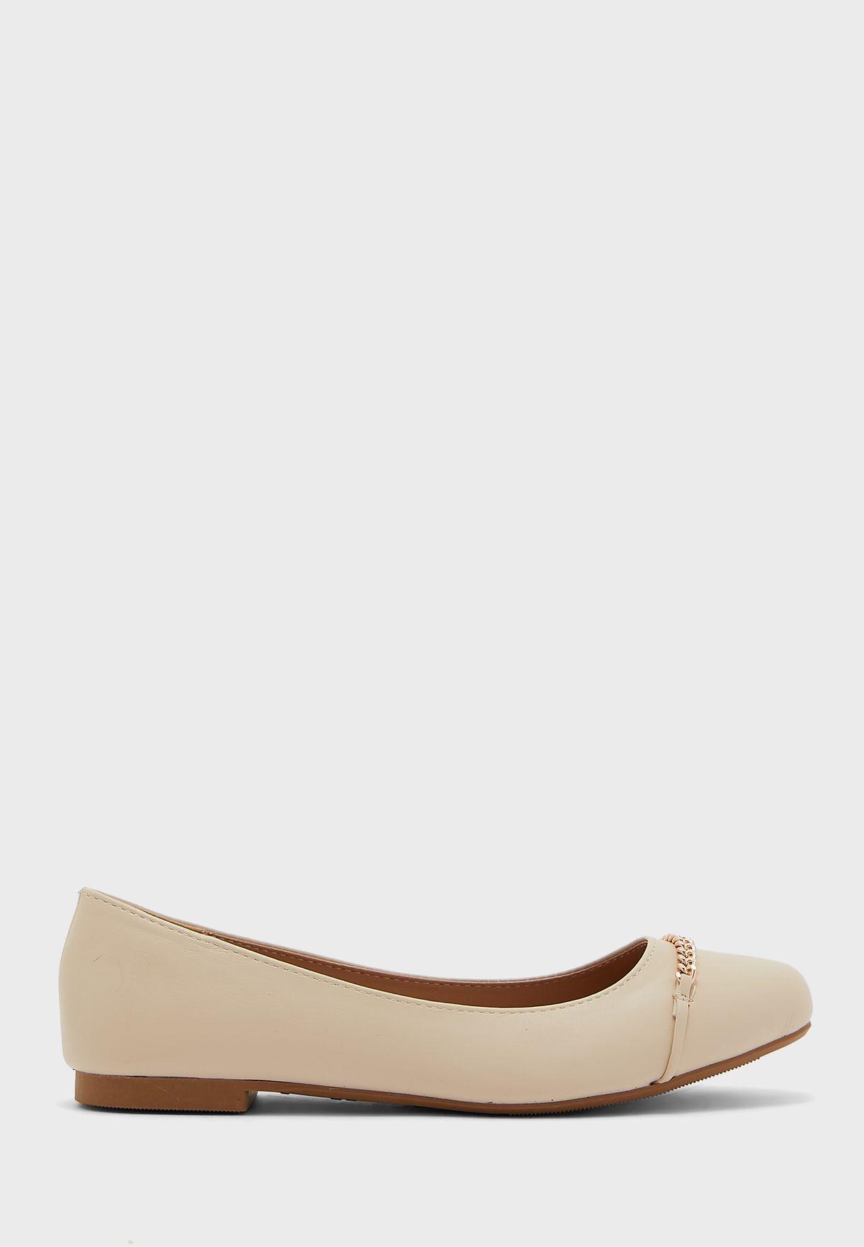 حذاء  باليرينا مزينة بسلسلة