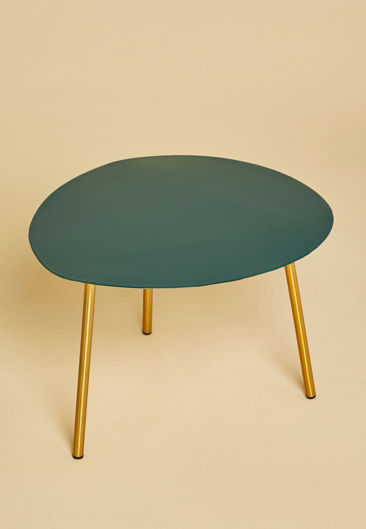 طاولة جانبية صغيرة