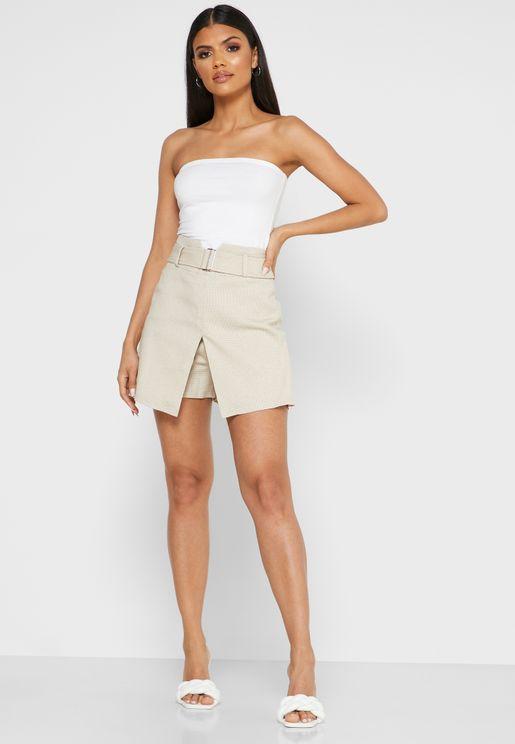 تنورة قصيرة بحزام