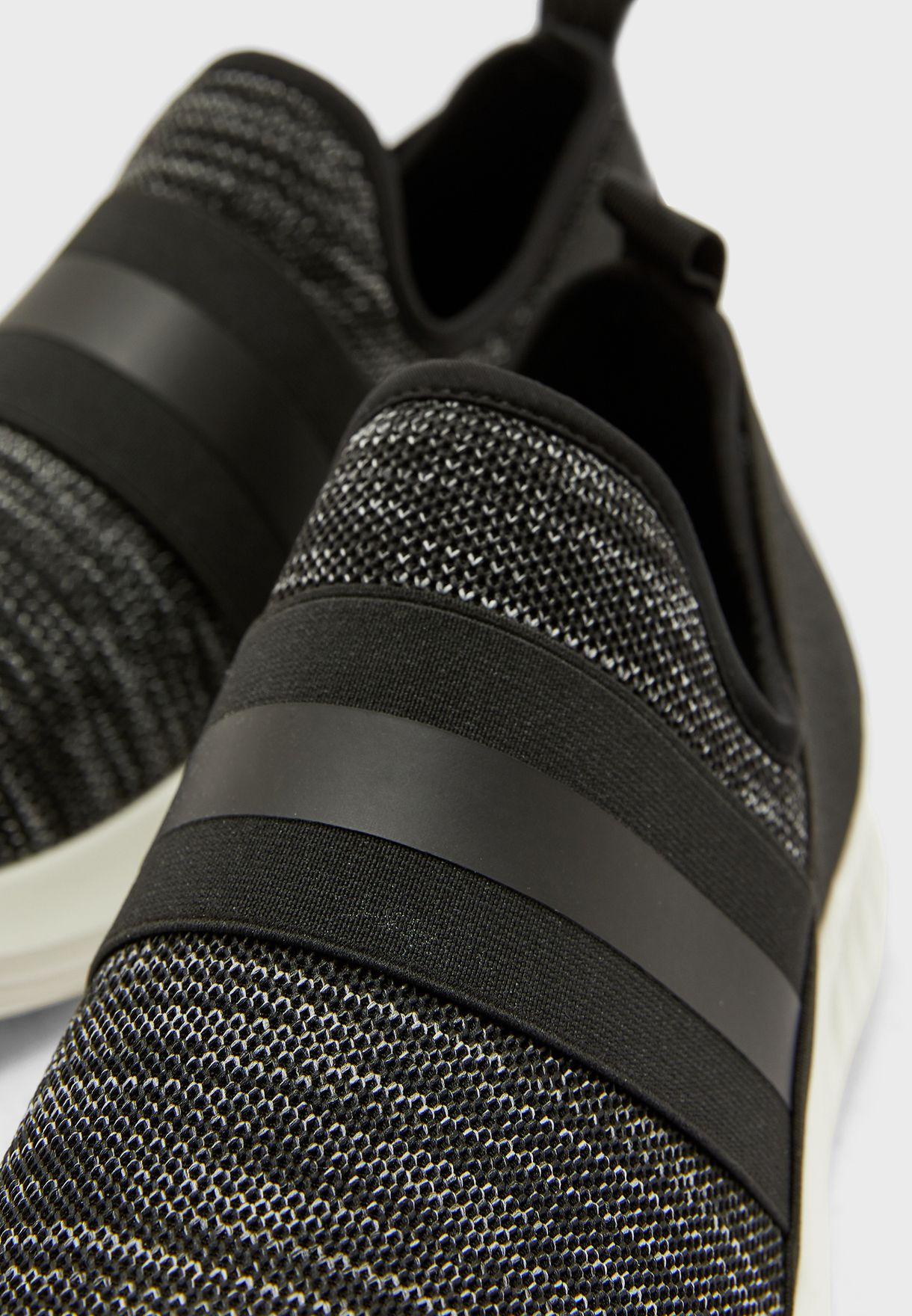حذاء سنيكرز سهل الارتداء